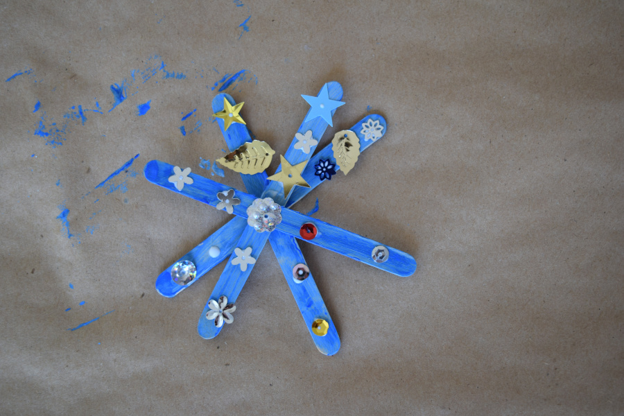 popsicle stick snowflake with glitter