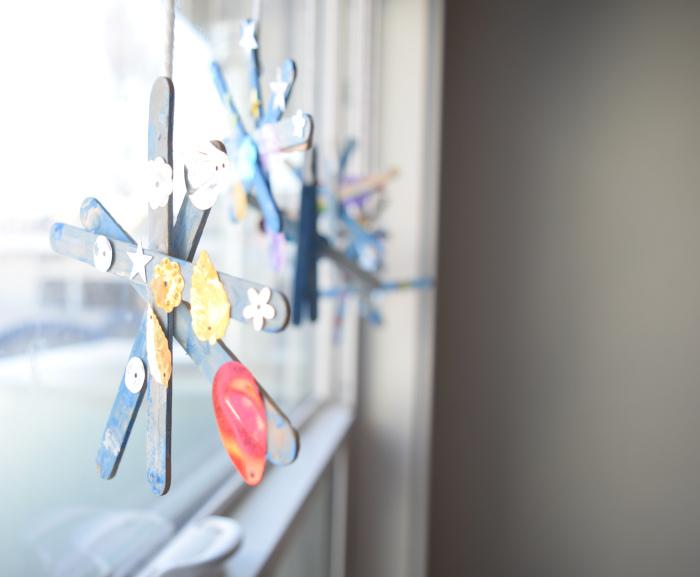 sparkly snowflake window crafts